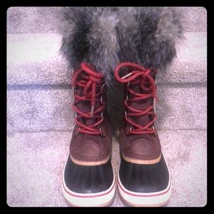 Sorel Boots. Size 6.5  NEVER BEEN WORN